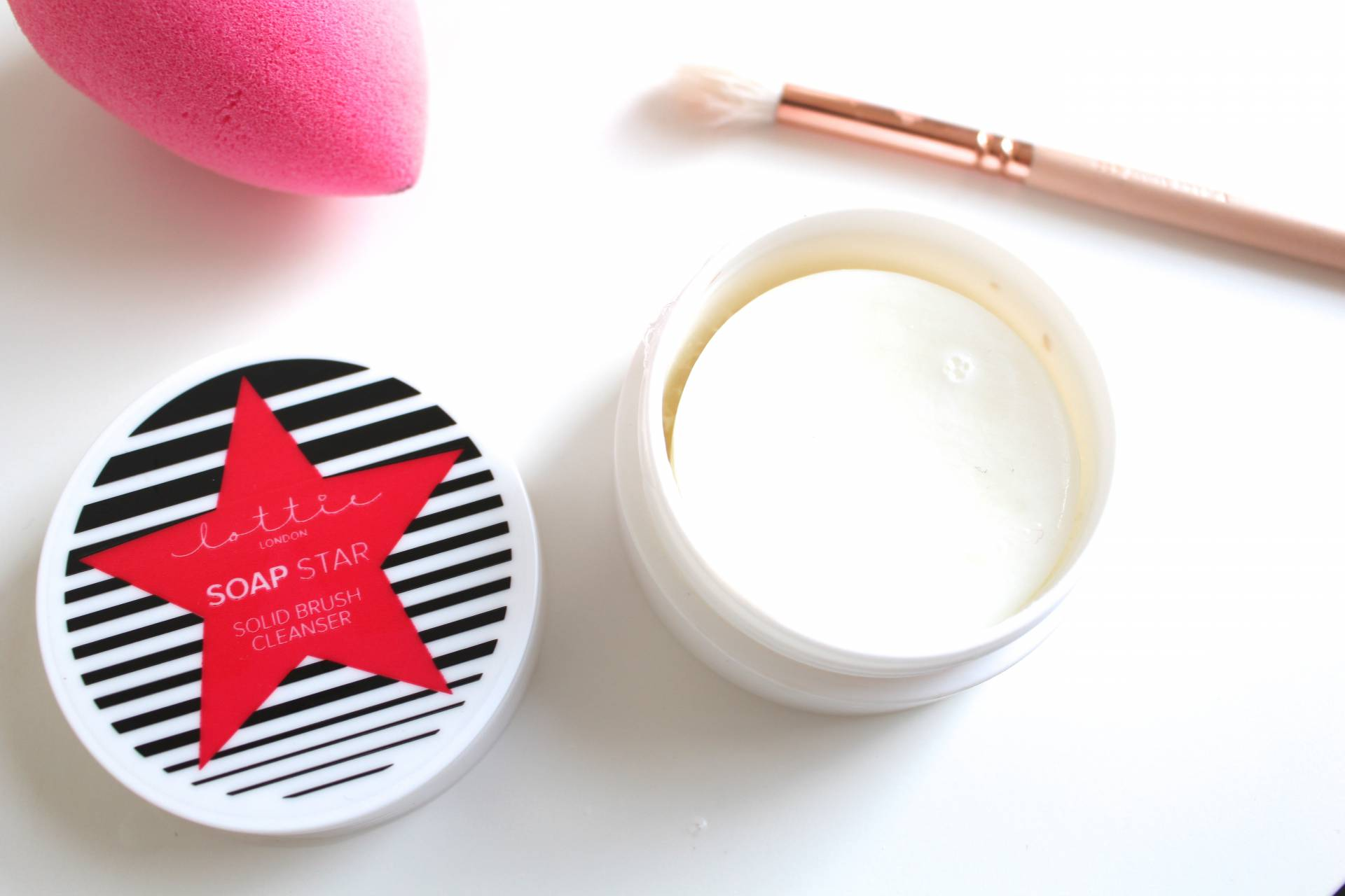 Amy Farquhar Solid Brush Cleanser